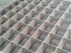 格栅板是由承载扁钢与横杆交叉焊接制作的