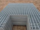 钢格板包边采用焊高不小于承载扁钢厚度的单面贴角焊