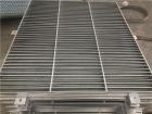 钢格板就是由一定具有负载力的扁钢和横杆按一定间距